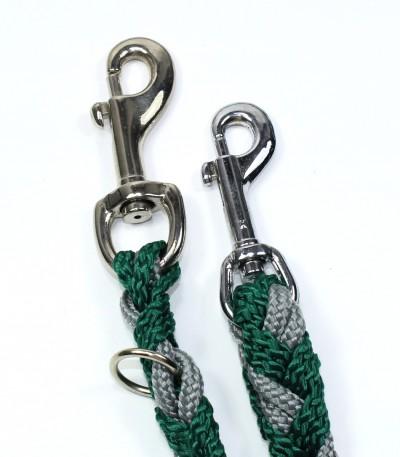 Karabiny 9 a 8,5 cm, kterými je zakončené vodítko pro psa šedo-zelené (dvoubarevné)