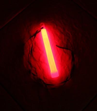 Svítící tyčinka 15x1,5 cm červená