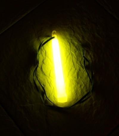 Svítící tyčinka 15x1,5 cm žlutá