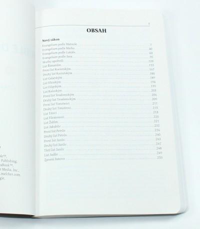 Bible tištěná na papíru pro mapy používaném NATO
