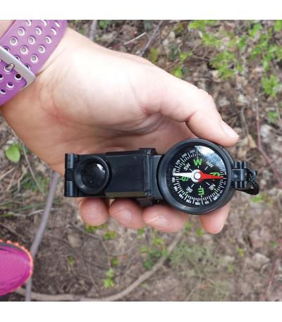 Kompas a dalekohled v jednom