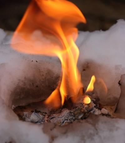Karbid vápníku (vápenatý) 400 g - hoření kamínku pod sněhem
