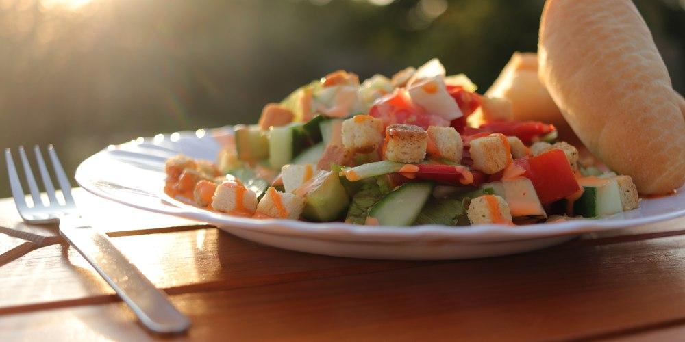 zeleninový salát si vychutnáme jedině příborem